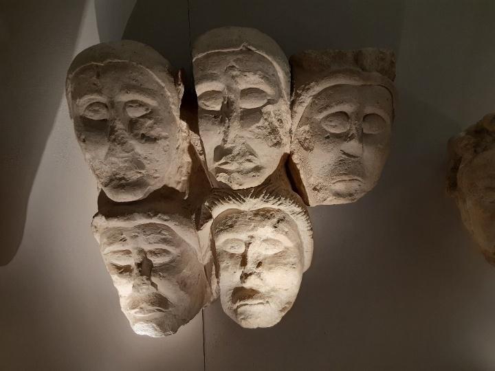 Köpfe keltischer Statuen aus Entremont (c)