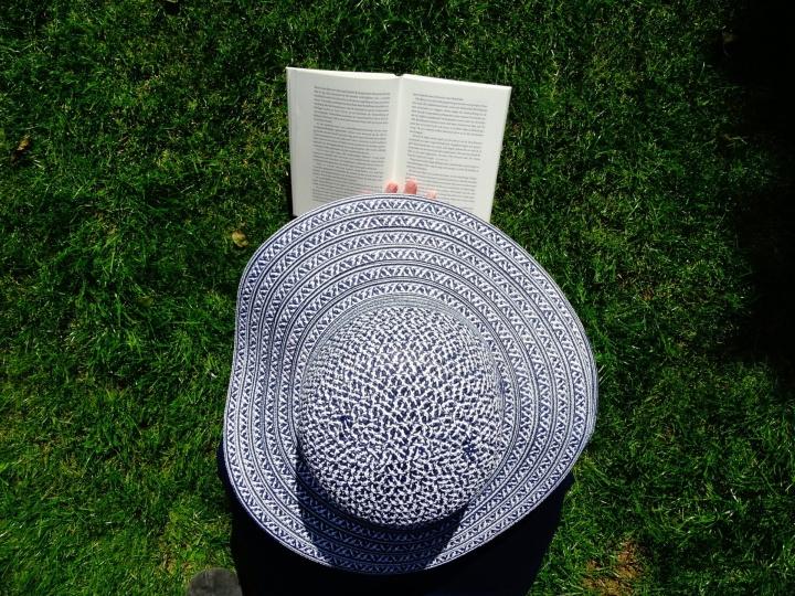 """Symbolbild """"Literaturstudium in der vorlesungsfreien Zeit"""""""