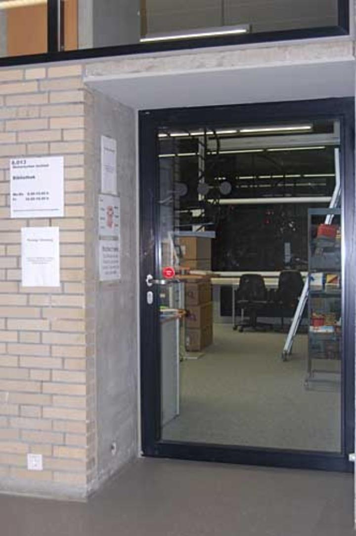 Photo: Eingang zur Institutsbibliothek des Historischen Insitutts. (c)