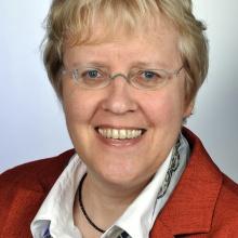 Portraitphoto Prof. Dr. Holtz.