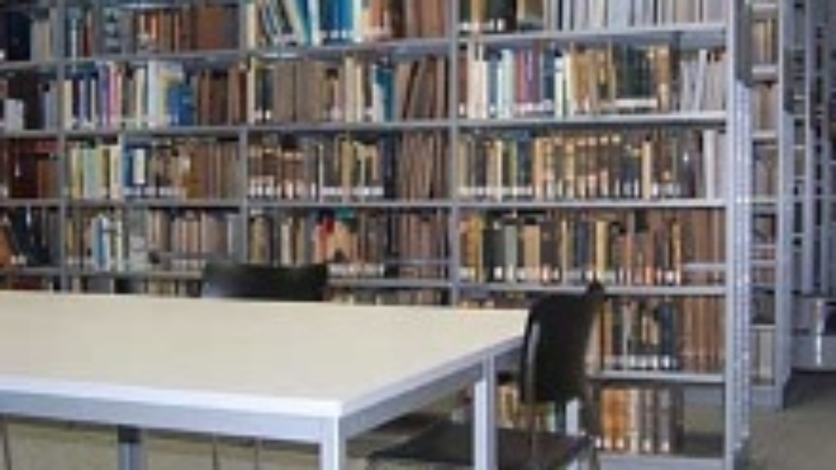 Photo: Verwaister Arbeitsplatz in der Institutsbibliothek.  (c)
