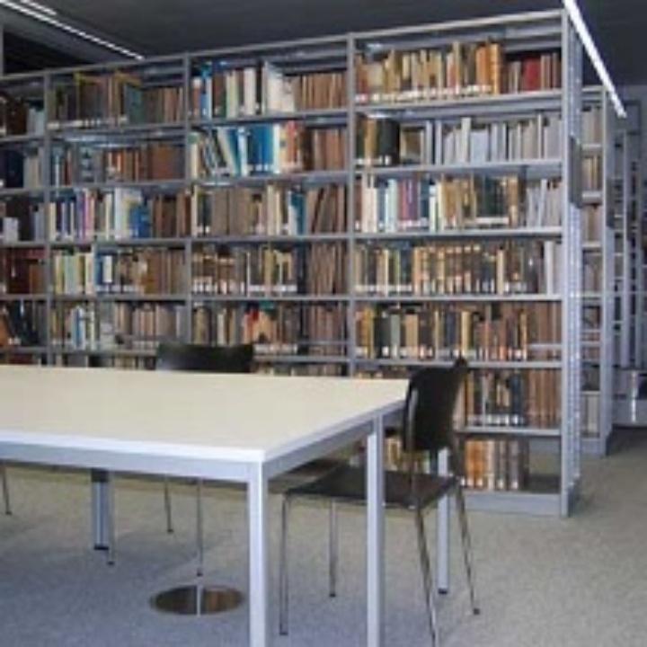 Blick in die Institutsbibliothek