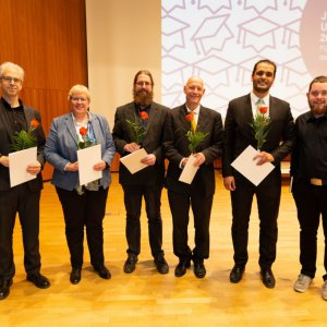 Gruppenphoto: Die mit Sonderpreisen für Lehre 2019 Ausgezeichneten und der Vertreter der verfassten Studierendenschaft der Universität Stuttgart.