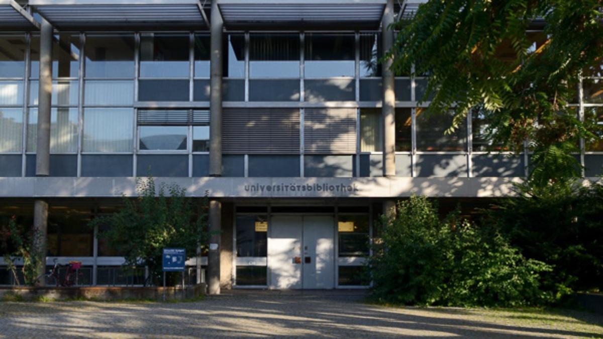 Photo: Haupteingang UB Campus Stadtmitte.  (c)
