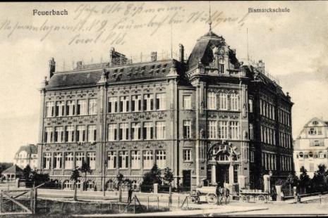 Volksschule (Bismarckschule) in  Feuerbach (Stuttgart), historische Postkarte um 1900.